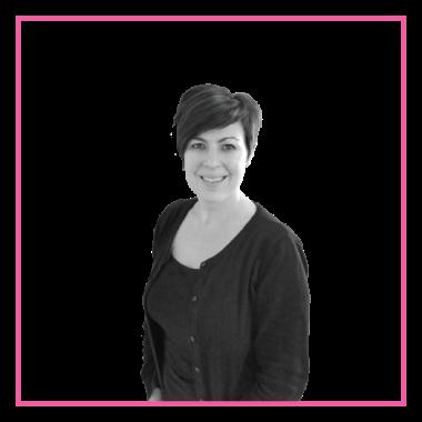 Jeanet. Allround en kleurspecialist met 20jr ervaring. Het allerliefst doet ze knippen en kleuren. Ze houd van de gezelligheid met de klanten. Favoriete product: Shape.